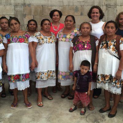 En cooperación con las familias locales